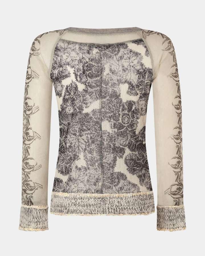 back of grey cardigan / achterkant van grijs vest